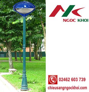 Cột trang trí sân vườn Pine lắp đèn Con mắt
